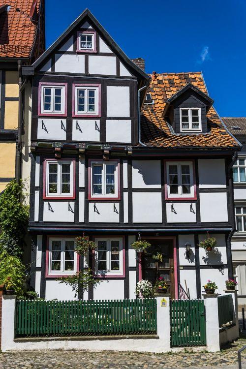 building old fachwerkhaus