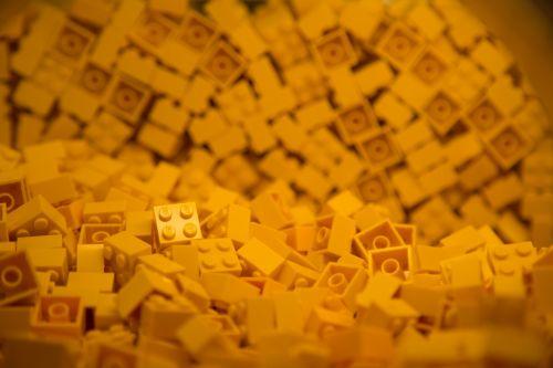 Building Colorful Blocks