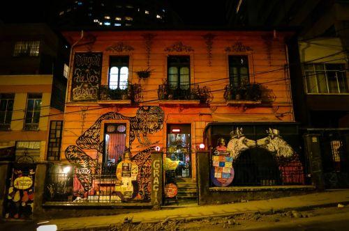building in la paz bolivia graffiti