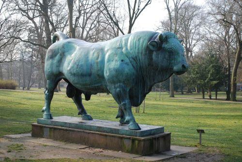 bull animal bronze