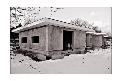bungalow black and white sw