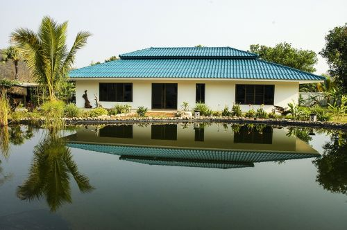 bungalow home lake