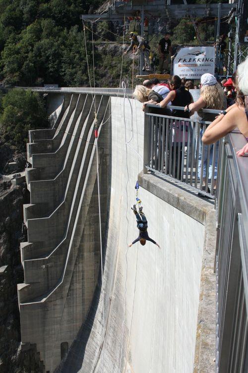 bungee jumping dam verzasca