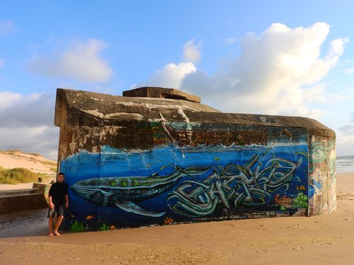 bunker  beach  grafitti
