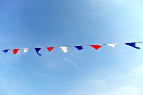 bunting,mėlynas,dangus,saulės šviesa,pajūryje,spalvos,raudona,balta,karinis jūrų laivynas,apdaila,vėliavos
