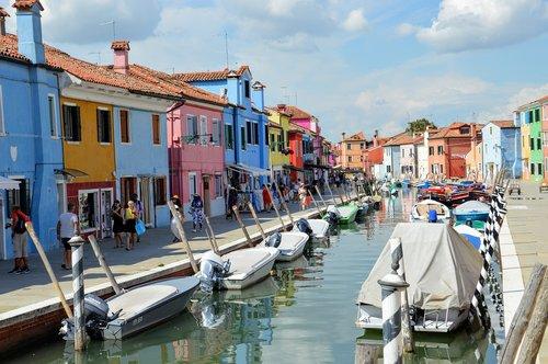 burano  venice  colourful houses
