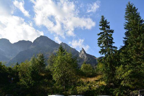 buried mountains vistas