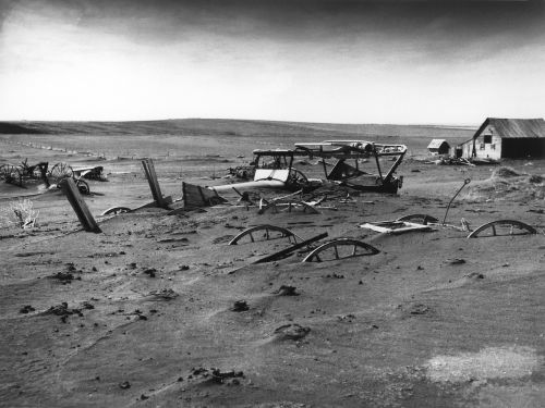 buried,devastated,devastation,sandstorm,dust bowl,dallas,south dakota,weathered,leave,ghost town,1936,shcwarz white