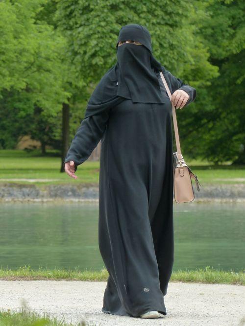 niqab woman muslim