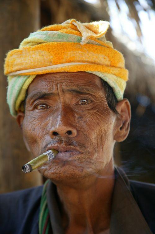 burma man cigar