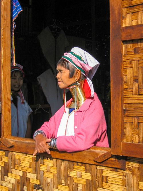 burma woman extended neck