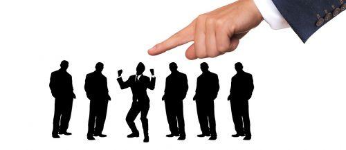 verslas,darbuotojai,žmogiškųjų išteklių vadovas,pasirinkimas,kandidatas,džiaugsmas,sveikinimai,nustatyti,naujas,darbuotojai,įdarbinimas,nustatymas,personalo paieška,kriterijai,atrankos kriterijai,pirštas,pasiūlyti,pasirinkite,nustatyti,rodomasis pirštas,pasirinkimas,tinka