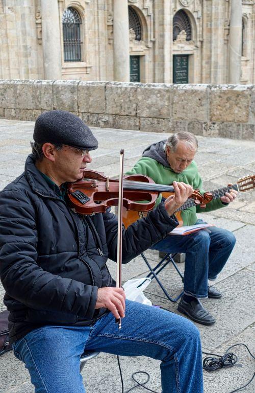 buskers violin musician