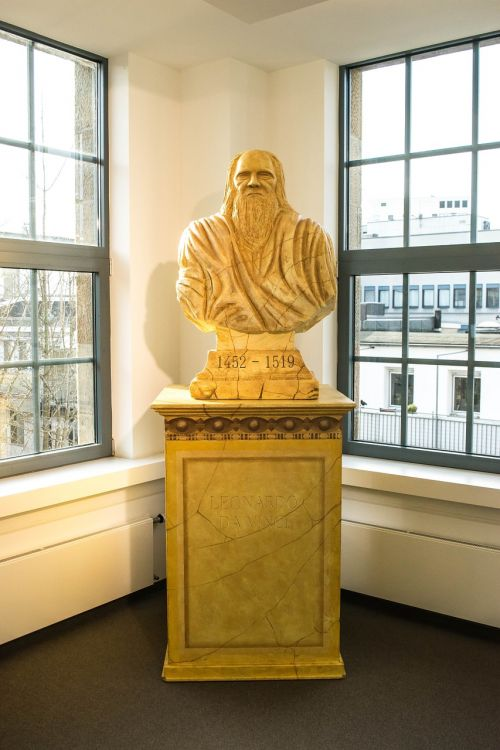 bust sculpture leonardo da vinci
