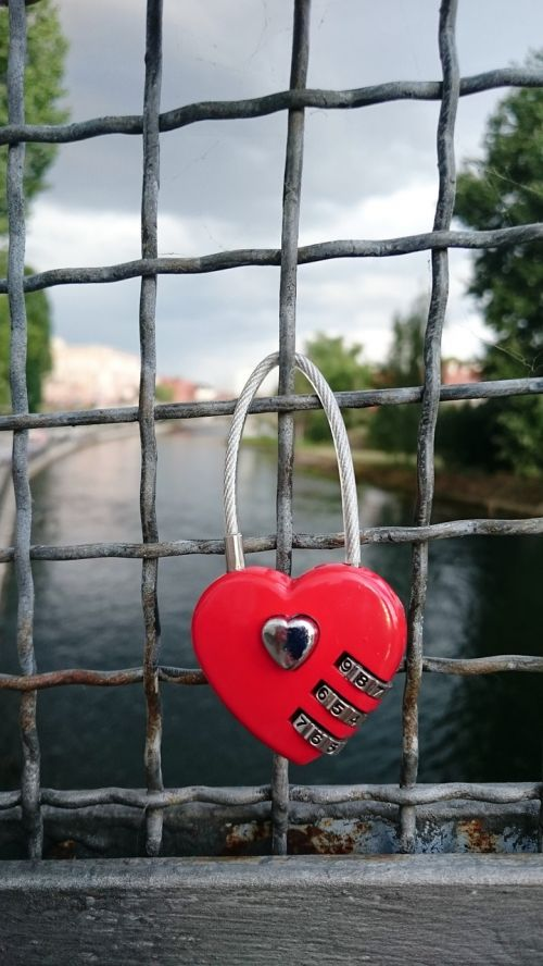 heart red padlocks