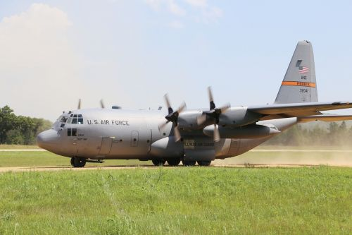 c-130 hercules landing takeoff