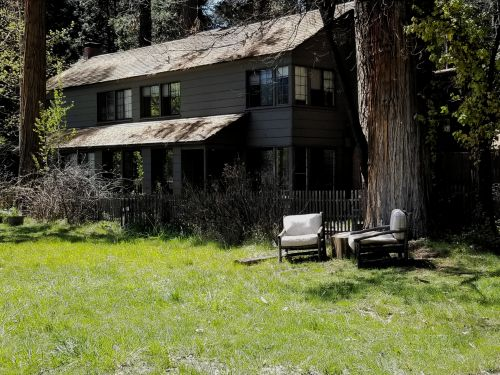 Cabin Home In Yosemite Park
