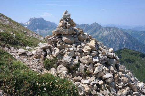 cairn big thumbs breitenberg
