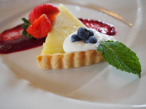 strawberry cake dessert