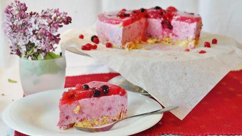 cake quark berries