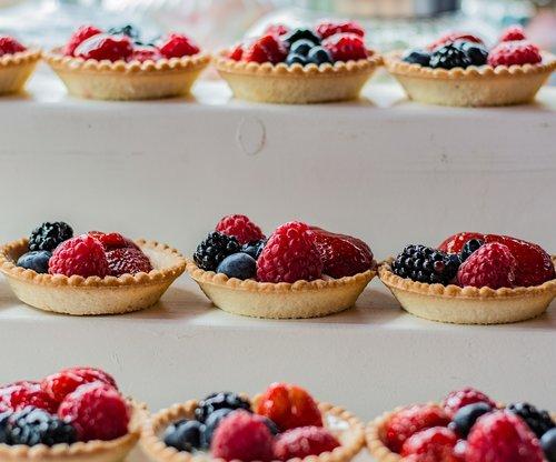 cake  fruit  dessert