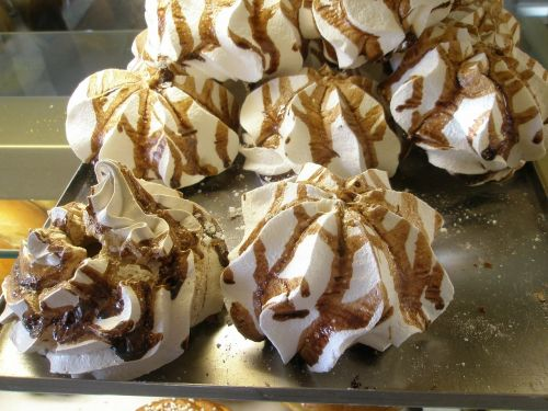 cake meringue pastries