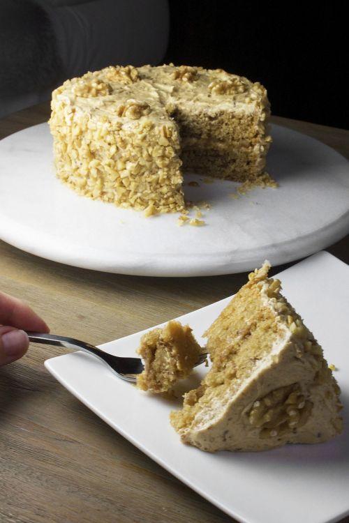 tortas,klevas,graikiniai riešutai,saldus,desertas,naminis,gabaliukas,kepimo,gabalas,šakutė,degustacija