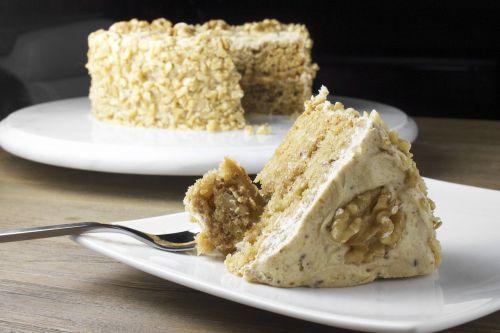 tortas,klevas,graikiniai riešutai,saldus,desertas,naminis,gabaliukas,kepimo,gabalas,gimtadienis,plokštė