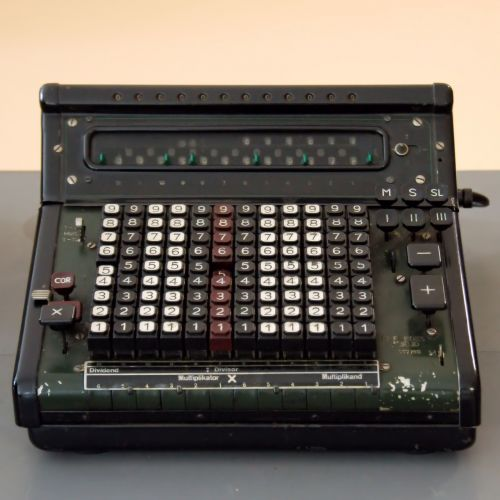calculating machine mechanically old