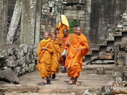 cambodia angkor wat monks