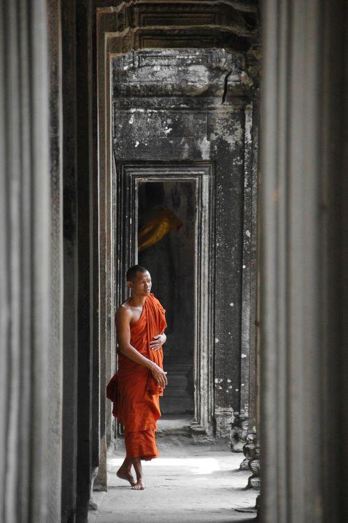 cambodia monk angkor wat