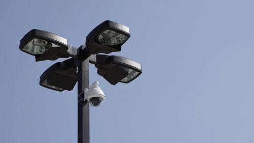 fotoaparatas,automobilių stovėjimo aikštelė,stebėjimas,automobilis,parkas,miestas,gatvė,saugumas,miesto,kontrolė,saugumas,CCTV,video,įrašyti,sistema,apsauga,įranga,elektroninis,apsauga,privatumas,technologija,stebėti,saugus,juoda,apsaugoti,žiūrėti,stebėti,plotas
