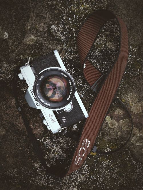 camera lens black