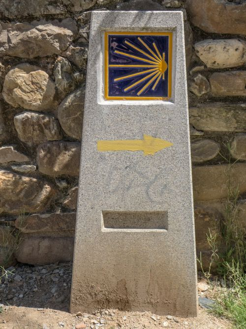 camino santiago path milestone