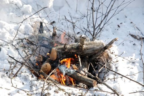 camp fire winter fire