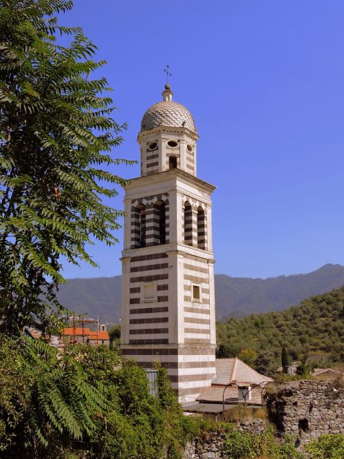 campanile sky green