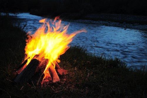 campfire  ali  river