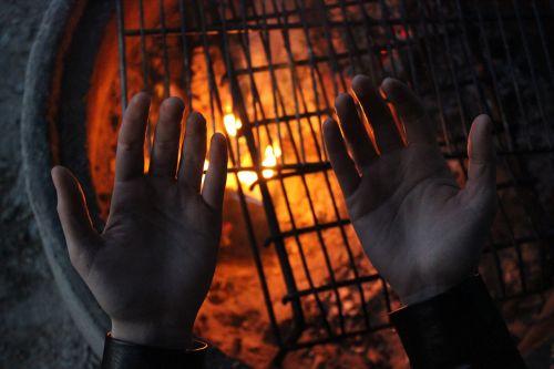 campfire heat hands