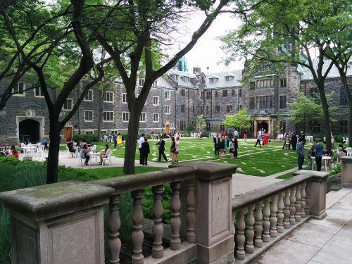 campus college students