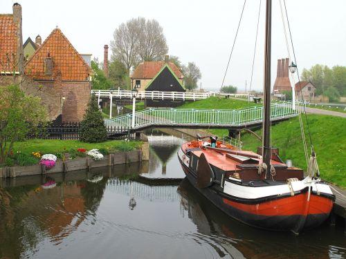 enkhuizen canal boats