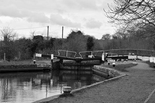 canal  lock  channel