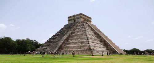 cancun pyramid maya