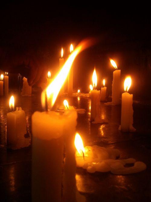 žvakė,šviesa,melstis