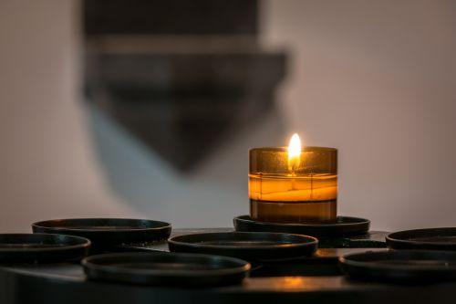 žvakė,vibracinė šviesa,liepsna,žvakių šviesa,stupas,šviesa,deginti,bažnyčia,krikščionis,krikščionybė,religija