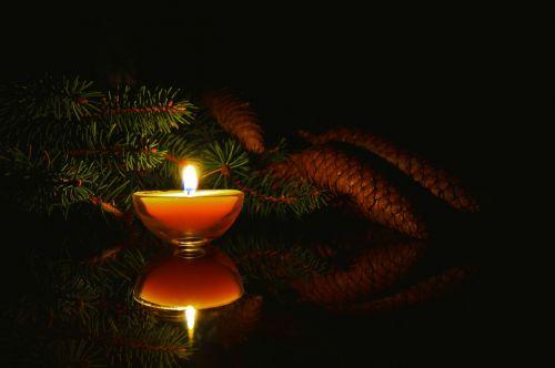 candle dark flame