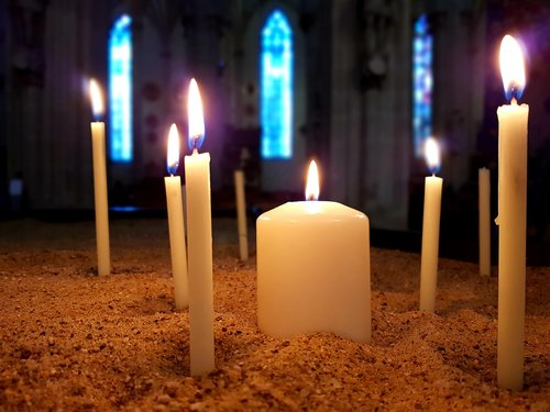 candle  prayer  commemorate