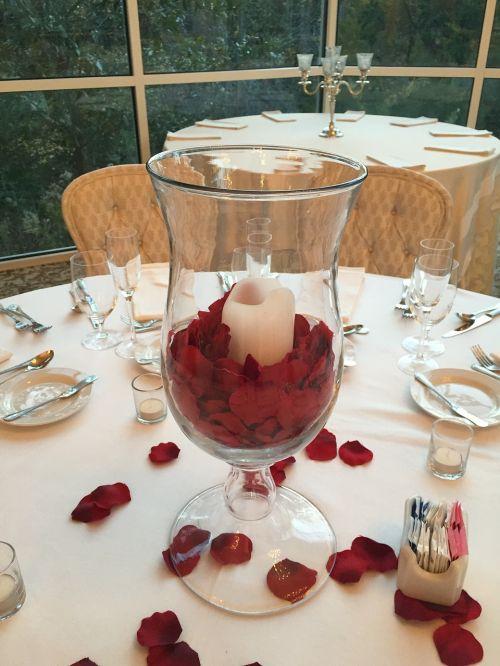 žvakė,rožių pedalai,šviesa,pedalai,rožė,liepsna,sveikata,Vestuvės,centerpiece,romantika,gėlių,rosa,aistra,dovanos,romantiškas,šviesus,valentine,švelnumas