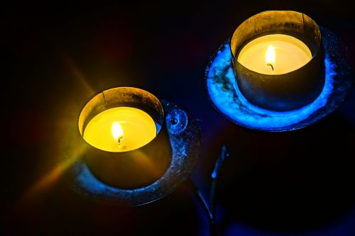 candle holders light flame
