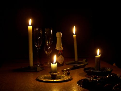 candles champagne glasses