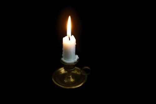 candles light burns